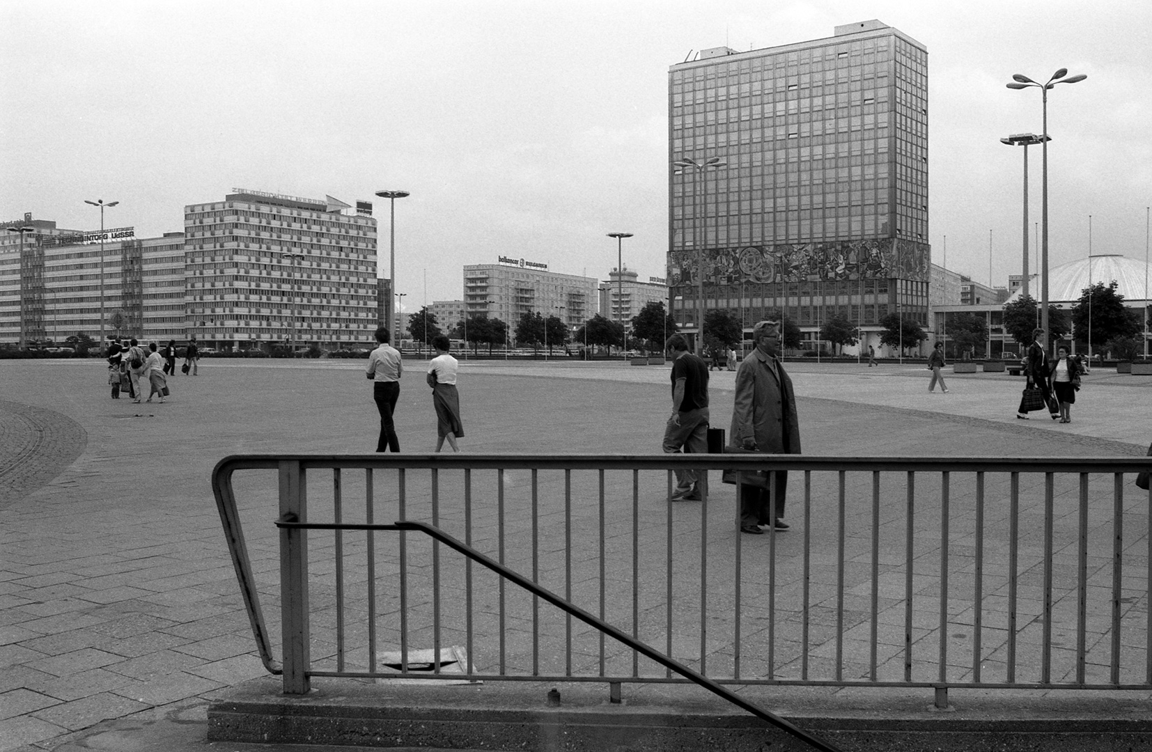 east-berlin-1983_16_Berlino-Est-28