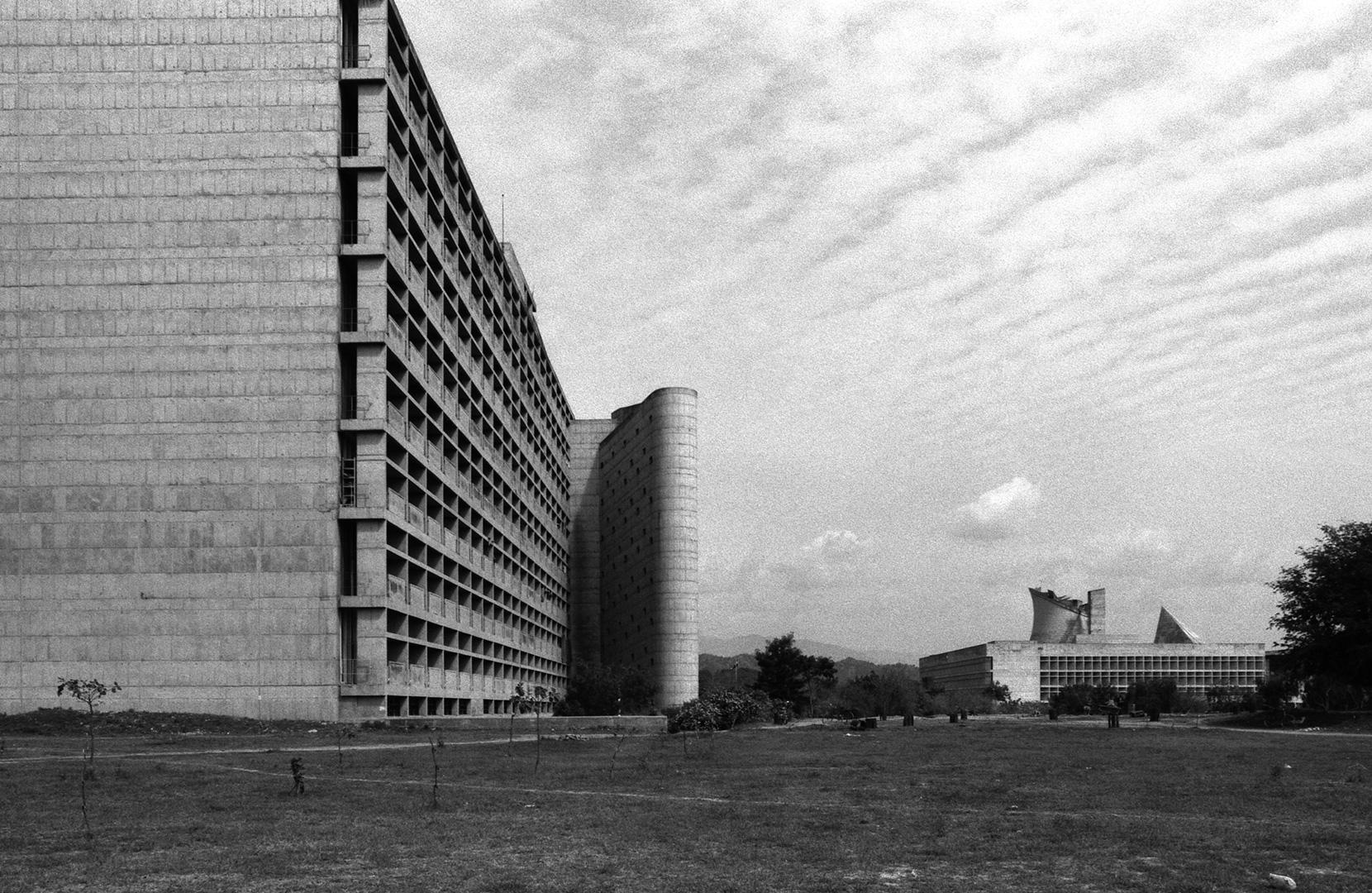 le-corbusier_01_Le_Corbusier_Chadingarh_LC1_925-6-CHA