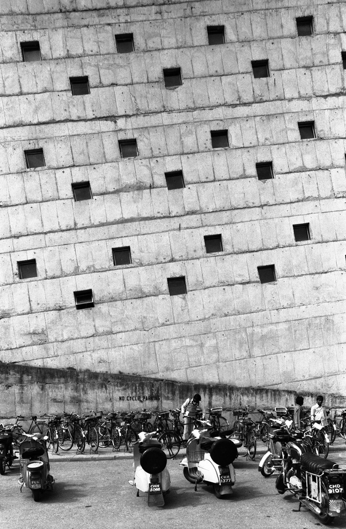 le-corbusier_03_Le_Corbusier_Chadingarh_LC1_925-28-CHA