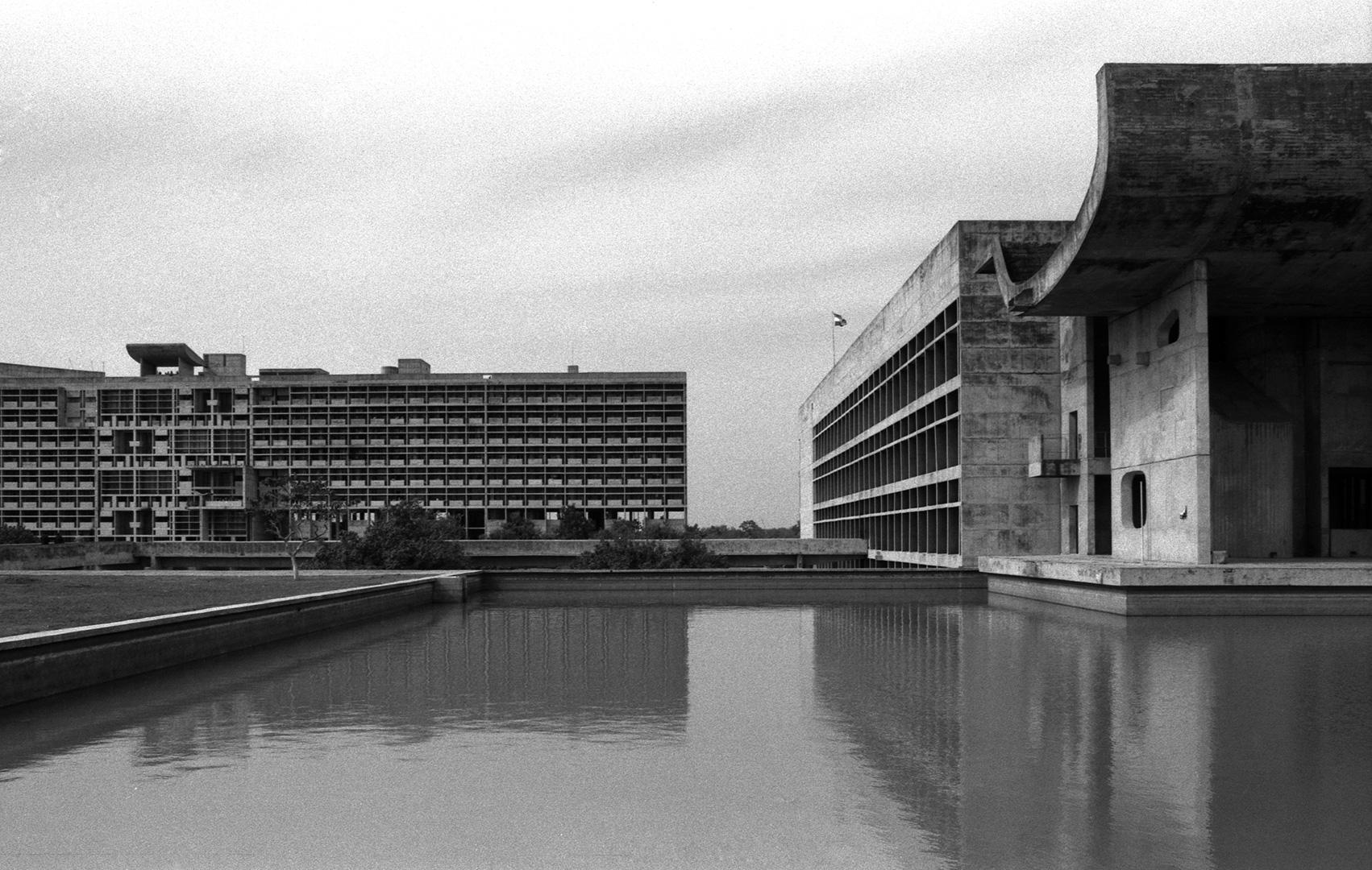 le-corbusier_06_Le_Corbusier_Chadingarh_LC1_927-21-CHA