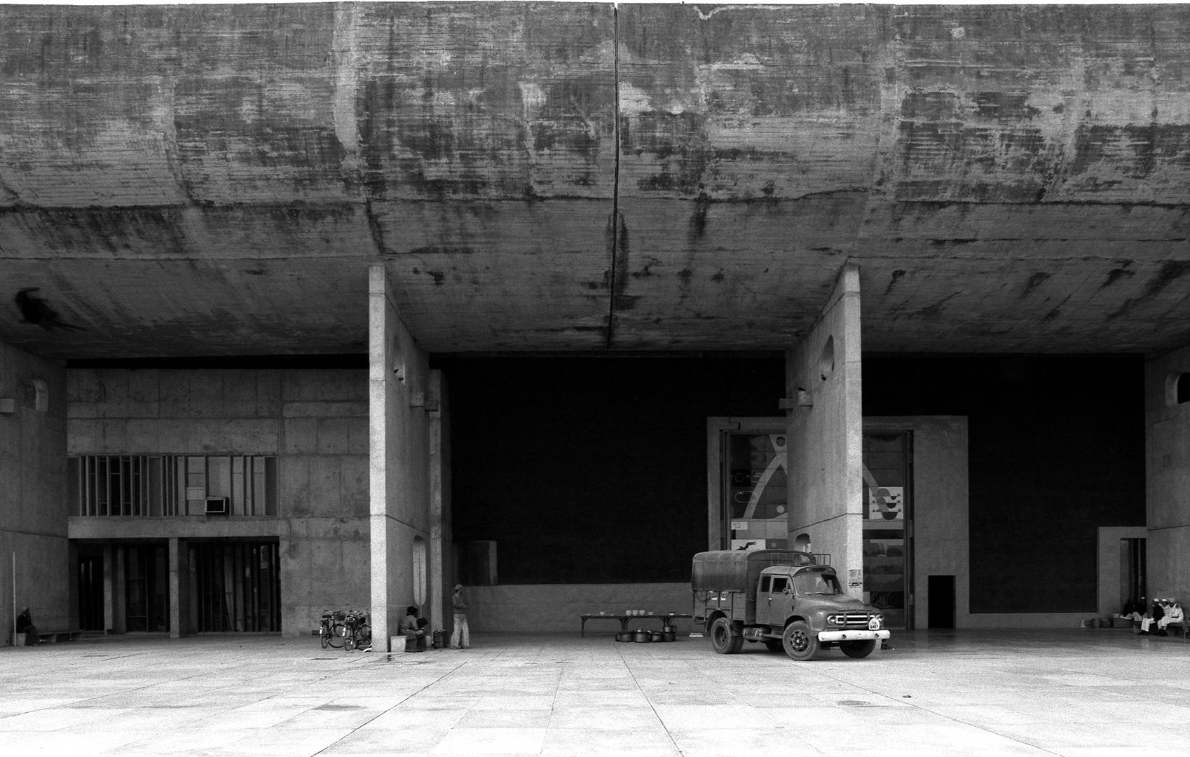 le-corbusier_07_Le_Corbusier_Chadingarh_LC1_927-24-CHA