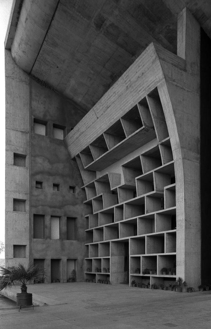le-corbusier_13_Le_Corbusier_Chadingarh_LC1_939-10-CHA