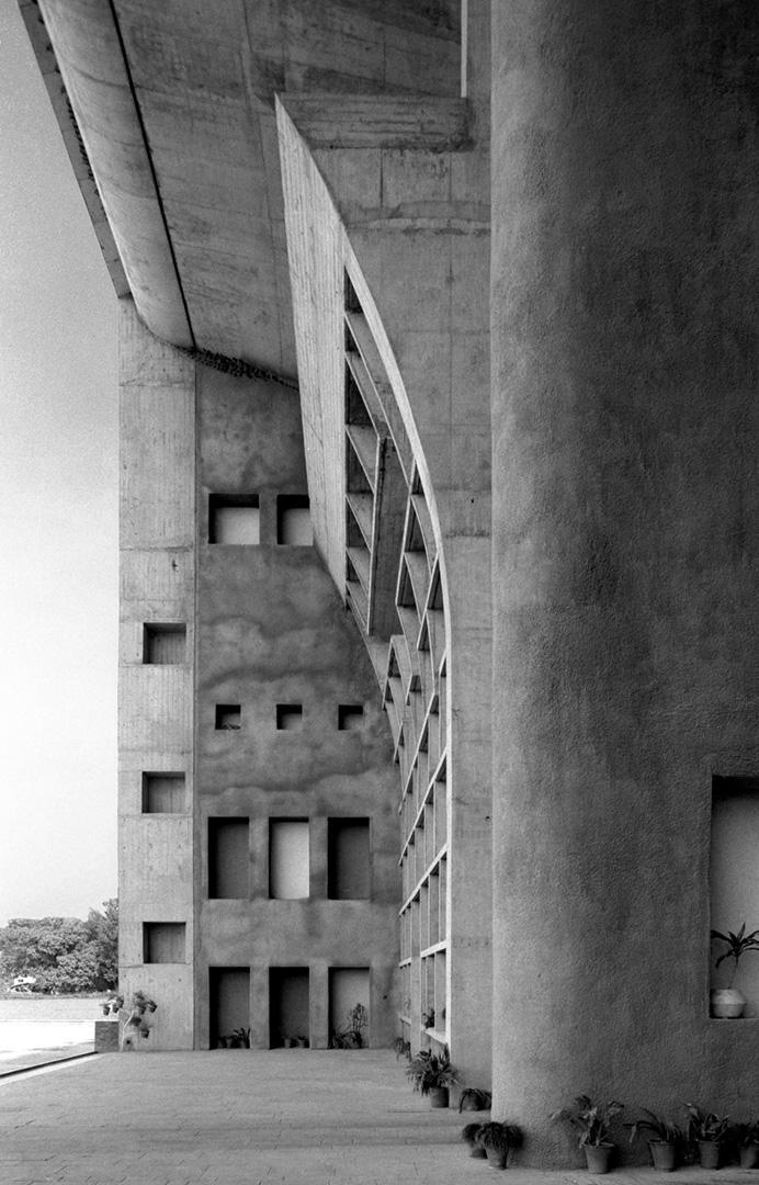 le-corbusier_14_Le_Corbusier_Chadingarh_LC1_939-19-CHA