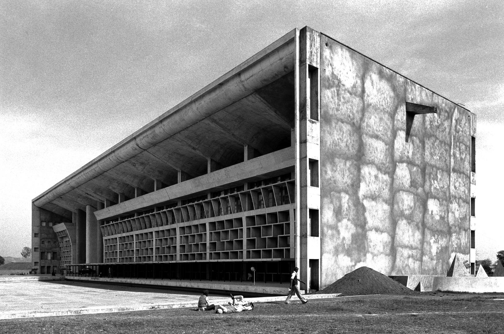 le-corbusier_15_Le_Corbusier_Chadingarh_LC1_939-37-CHA