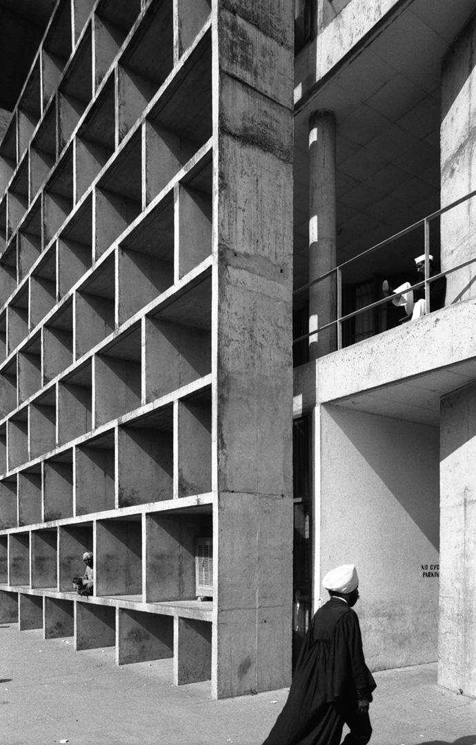 le-corbusier_17_Le_Corbusier_Chadingarh_LC1_941B-8-CHA